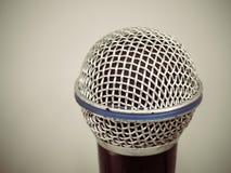 Microphone pour la pièce de karaoke ou la salle de conférence Photos stock