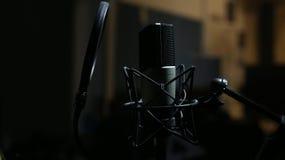 Microphone professionnel dans le studio d'enregistrement Photos libres de droits