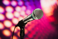 Microphone on purple background Royalty Free Stock Photography
