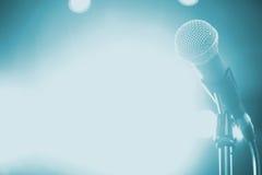 Microphone sur l'étape Photographie stock libre de droits