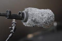 Microphone utilisé dans la TV et la production cinématographique images stock