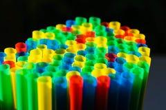 Microplástico nos oceanos imagens de stock royalty free