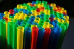 Microplástico nos oceanos foto de stock