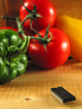 Microplaqueta-ataque em veggies! fotografia de stock royalty free