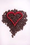 Microplaqueta de chocolate com coração vermelho Fotografia de Stock