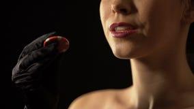 Microplaqueta de jogo inspirada da exibição da mulher à câmera, possibilidade para ganhar, casino filme