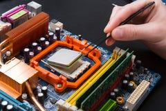 Microplaqueta de processador do computador que desmonta perto acima Fotos de Stock