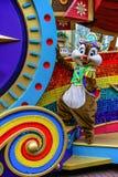 Microplaqueta do caráter de Walt Disney em Disneylândia Hong Kong fotografia de stock