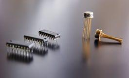 Microplaqueta eletrônica e componentes de rádio fotografia de stock