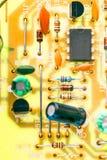 Microplaqueta eletrônica e outros componentes foto de stock