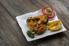 Microplaqueta fritada friável dos peixes e de batata Imagens de Stock Royalty Free
