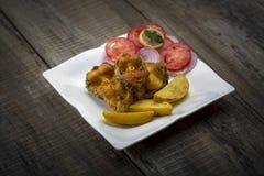 Microplaqueta fritada friável dos peixes e de batata Imagem de Stock