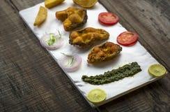 Microplaqueta fritada friável dos peixes e de batata Imagem de Stock Royalty Free