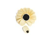 Microplaqueta preta do caviar e de batata Foto de Stock Royalty Free