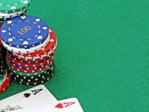 Microplaquetas & ás do póquer Imagens de Stock