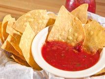 Microplaquetas & salsa Imagem de Stock