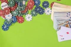Microplaquetas, cartão, dólar no verde Foto de Stock Royalty Free