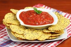 Microplaquetas da salsa e de Tortilla fotografia de stock royalty free