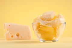 Microplaquetas de batata e queijo ab Foto de Stock Royalty Free