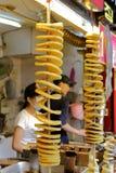 Microplaquetas de batata fritadas com vara de bambu Foto de Stock Royalty Free