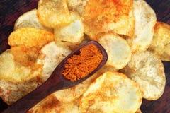 Microplaquetas de batata picantes foto de stock royalty free
