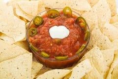 Microplaquetas de milho e close up da salsa Imagem de Stock