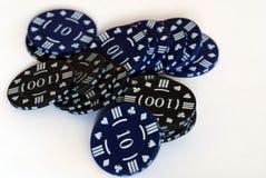 Microplaquetas de póquer pretas Foto de Stock Royalty Free