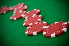 Microplaquetas de póquer vermelhas Foto de Stock