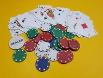 Microplaquetas de pôquer com cartões de jogo Imagem de Stock Royalty Free