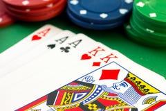 Microplaquetas de pôquer & cartões da casa completa Imagens de Stock Royalty Free