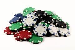 Microplaquetas de pôquer coloridas isoladas Fotografia de Stock Royalty Free