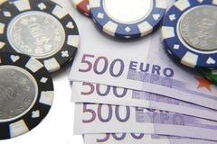 Microplaquetas de pôquer com euro- contas Fotos de Stock