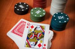 Microplaquetas de pôquer e cartões de jogo genéricos Imagens de Stock Royalty Free