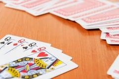 Microplaquetas de pôquer e cartões de jogo genéricos Fotografia de Stock Royalty Free