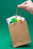 Microplaquetas de pôquer e cartões do pôquer em um saco Imagens de Stock Royalty Free