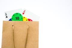 Microplaquetas de pôquer e cartões do pôquer em um saco Fotografia de Stock