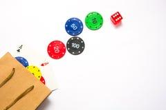 Microplaquetas de pôquer e cartões do pôquer em um saco Fotografia de Stock Royalty Free