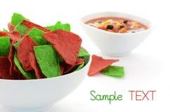 Microplaquetas de tortilla vermelhas e verdes Foto de Stock