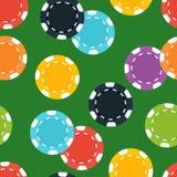 Microplaquetas diferentes do casino no fundo verde Fotografia de Stock Royalty Free