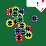 Microplaquetas do casino com cartões Fotos de Stock