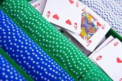 Microplaquetas do póquer com ás imagens de stock