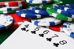 Microplaquetas do póquer e cartões de jogo Imagens de Stock