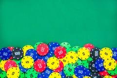 Microplaquetas do póquer e cartões do póquer Imagens de Stock Royalty Free