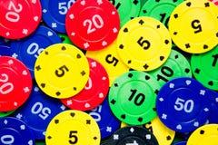 Microplaquetas do póquer e cartões do póquer Imagem de Stock Royalty Free
