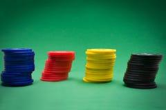 Microplaquetas do póquer e cartões do póquer Fotografia de Stock Royalty Free