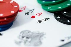 Microplaquetas e ás do póquer Fotografia de Stock