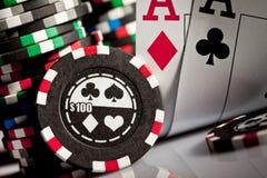 Microplaquetas e cartões de jogo Imagem de Stock Royalty Free