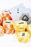 Microplaquetas e cartões de pôquer Imagens de Stock Royalty Free