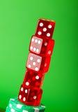 Microplaquetas e cartões do casino de encontro ao fundo Imagens de Stock Royalty Free