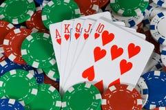 Microplaquetas e cartões do póquer Fotos de Stock